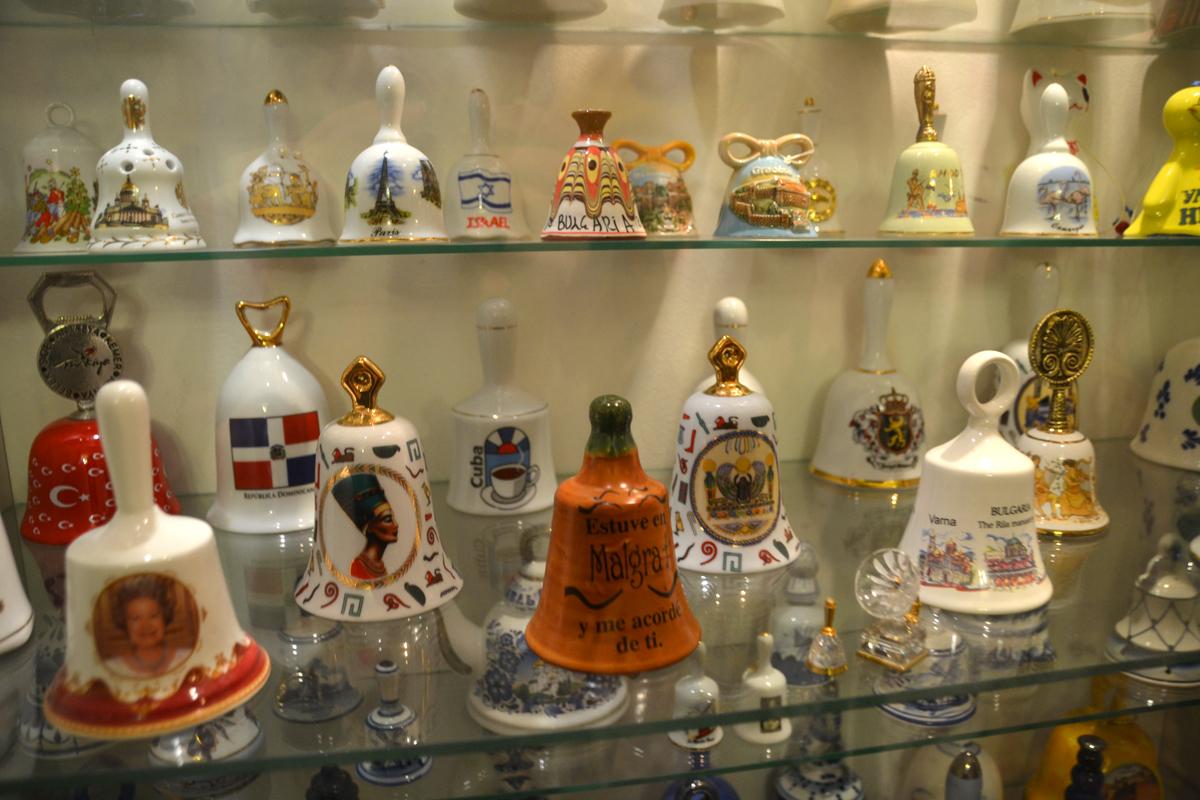 9. Вторая комната - коллекция колокольчиков.